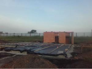 Rohbau der Sanitärräume und der Bodenplatte der Schutzhütte